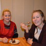Mat og internat Kakespising i matsalen
