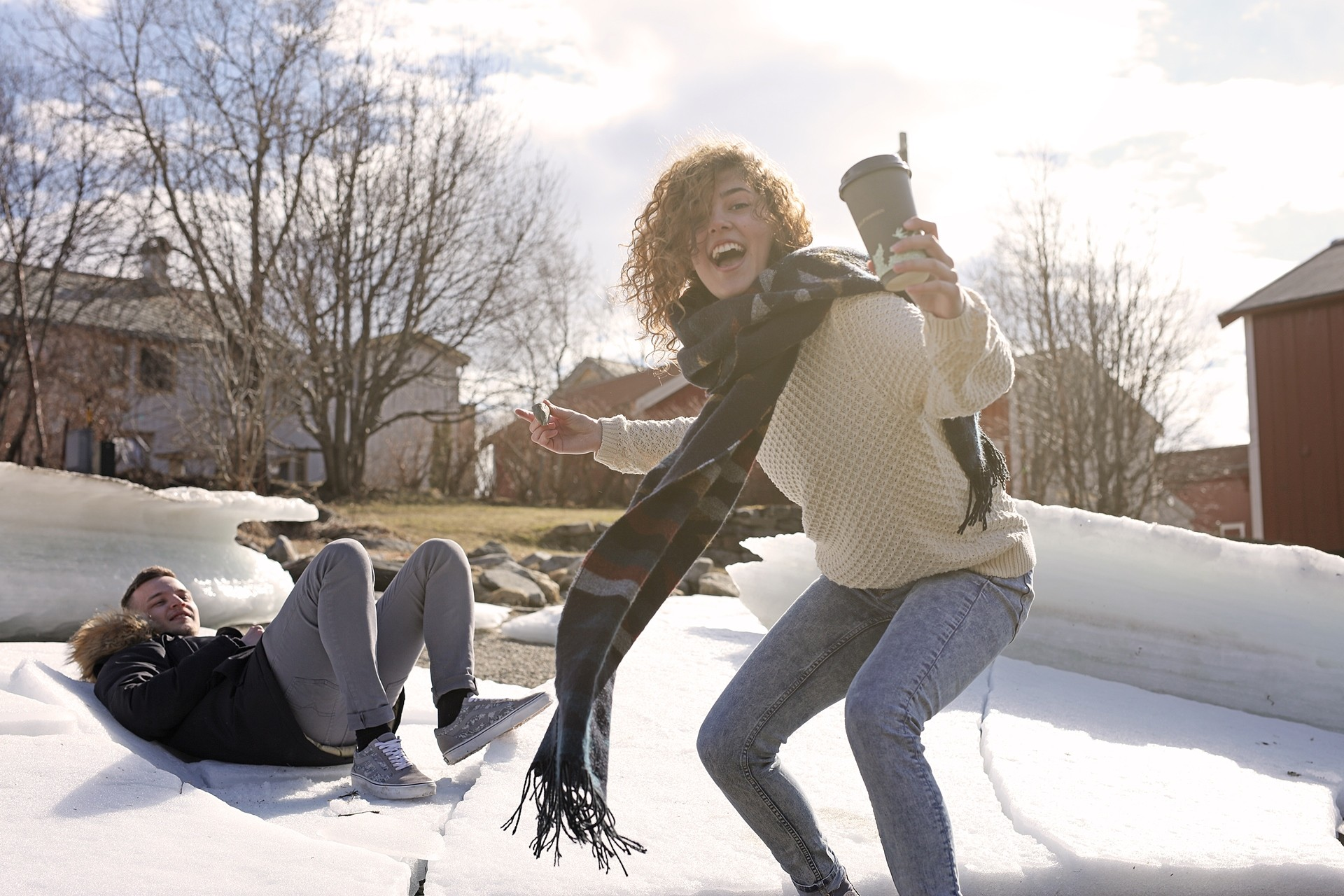 Elever fra Vefsn Folkehøgskole Toppen ved elva Vefsna i Sjøgata i Mosjøen – byen midt i Norge;
