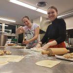 Folkehøgskole, elever, baking, kanelboller, TV-aksjon