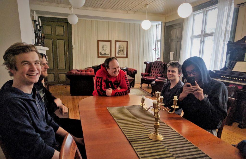 e-sport har møte i Benumstua på Vefsn Folkehøgskole Toppen