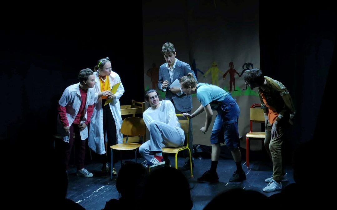 Teaterlinja på Vefsn Folkehøgskole Toppen setter opp stykket Heavy Mental av Jon Inge Røst