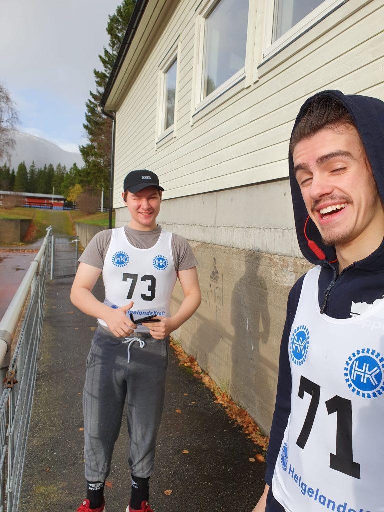 Torfinn og Fredrik gjør seg klare til å løpe
