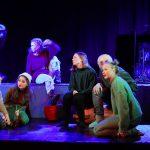 Scene fra musikalen Ronja Røverdatter, satt opp på Vefsn Folkehøgskole Toppen våren 2021;
