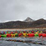 Elevene på Fjellsport og Kajakk padler fra Dønna til Mosjøen